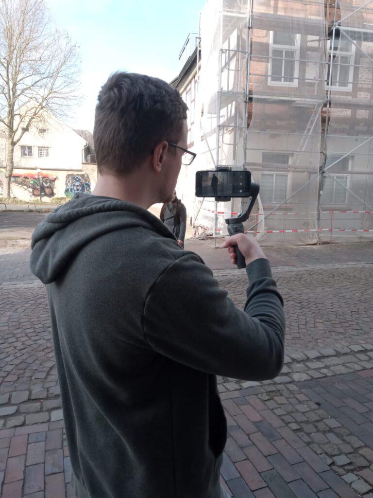 Sascha Linderkamp beim Videodreh mit Anna Klatsche